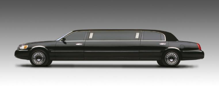 limousine Lincoln  Town Car Stretch 2011 exterior image
